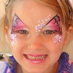 Kinderschminken als Schmetterling von den Facepainters aus Hinte bei Emden