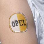 altes Opel-Logo als Armbemalung von den Facepainters aus Hinte, Emden, Krummhörn