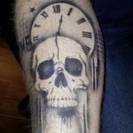 Airbrush Tattoo Time Skull von den FAcepainters im Einrichtungszentrum Konken in Leer