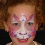 Kinderschminken als rosa Kätzchen von den Facepainters am verkaufoffenen Sonntag im Multi Emden