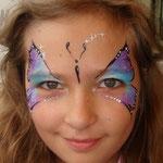 Kinderschminken, Face painting als Schmetterling von den Facepainters in Emden, Aurich, Leer, Norden, Esens , Cloppenburg, Juist Pewsum
