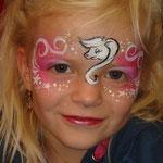 """Kinderschminken von den Facepainters für die SKN auf der Messe """"Fleisch & Knolle"""" in Norden"""