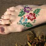 Glitter Tattoo auf dem Fußrücken