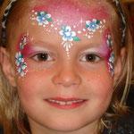 Kinderschminken von den Facepainters am verkaufsoffenen Sonntag im Multi Emden