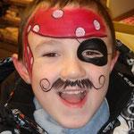 Kinderschminken als Pirat von den Facepainters aus Hinte