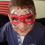 Kinderschminken Hörnermaske auf dem Straßenfest Moordorf