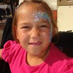 Kinderschminken von den Facepainers auf dem Straßenfest Moordorf