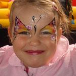 Kinderschminken von den Facepainteres beim Sommerfest vom Lidl Cloppenburg