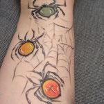 Spider Tattoo Armbemalung mit Sinnen von den Facepainters Spinnennetz geschminkt