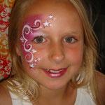 Kinderschminken von den Facepainters beim Burgfest in Pewsum