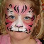 Kinderschminken als rosa Tiger von den Facepainters aus Hinte bei Emden