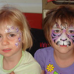 Kinderschminken als lila Tiger von den Facepainters in Greetsiel