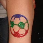 Fußball Glitter Tattoo von den Facepainters in Hinte Emden Norden Leer Aurich & die Krummhörn