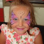 Kinderschminken von den Facepainters auf dem Straßenfest Moordorf