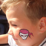 Kinderschminken Skull von den Facepaitners auf dem STraßenfest Moordorf