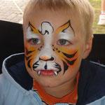 Kinderschminken als Tiger von den Facepainters beim Heimatverein Uphusen