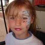 Kinderschmiken von den Feacepainters auf dem Straßenfest Moordorf