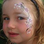 Kinderschminken von den Facepainters im Van Ameren Bad in Emden zur Gruselnacht