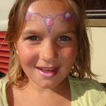 Kinderschminken von den Facepainters au dem Straßenfest Moordorf