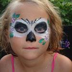 Sugar Skull geschminkt von den Facepainters im Van Ameren Bad in Emden zur Gruselnacht
