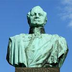 Gneisenaubüste auf dem Denkmal