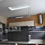Кухня-столовая - вид на зону кухни с островком-баром