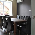 Кухня-столовая - вид на обеденный стол от входа