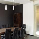 Кухня-столовая - вид на обеденный стол