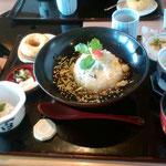 真ん中の湯葉丼 中に生麩が入ってます(^^♪   茶わん蒸しとサラダだけ先に食べちゃいました(笑)  この量! 1時間かけて食べました\(◎o◎)/!