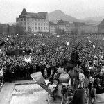 Zehntausende protestieren zur Wendezeit auf dem Eichplatz