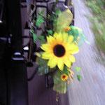 Blumenschmuck mit gelbe Sonnenblumen (Seide)