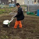 2014年1月  彼にとっては初のミニ耕うん機(*^_^*)頑張ってくれました!