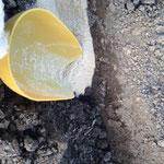 2014年1月 土に元気が無いので、再度畝を耕し、元肥用の米ぬかを深めに鋤き込んでいます(*^_^*)