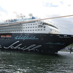 Kreuzfahrer im Kieler Hafen