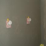 Wände in der Dusche werden abgedichtet