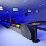 Ballablage und Eingabepult der Bowlingbahn