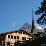Wohnheim mit Kirche