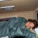 Tabea am schlofe im Camper