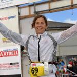 GESCHAFFT! Tabea Ruegge im Ziel vom Inferno Triathlon