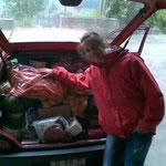 Üses alte Auto völlig überfüllt