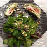 2. Gang: Salatbouquet mit Ricotta-Tomaten-Roulade