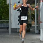 D Tabea in Ittige ungerwägs - Gigathlonlaufstrecke durchs Haus des Sportes!