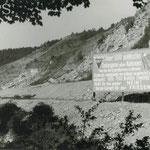 Tafel rechts von Stollen 25 im Jonastal 1957 - Stadt- und Kreisarchiv Arnstadt, Bild und Foto Archiv