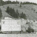 Tafel links von Stollen 1 im Jonastal 1957 - Stadt- und Kreisarchiv Arnstadt, Bild und Foto Archiv