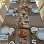 Le Berceul vous propose chaque matin plusieurs pains frais, jus, confitures maison, viennoiseries ou muffins ou madeleines ou crêpes,....Une table des petit-dej toujours bien fournie et réputée.