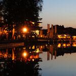 Der große Hafen bei Nacht
