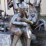 Der Märchenbrunnen auf dem Kirchplatz