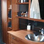 Fabrication meuble salle de bains bois exotique sur mesure