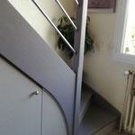 Agencement sous escalier sur mesure + relookage escalier