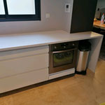Fabrication meuble cuisine sur mesure. Plan de travail en corian